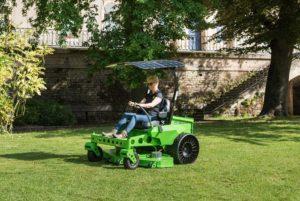 Tondeuse à batteries avec pare-soleil photovoltaïque MAJORIS CXR Mean Green