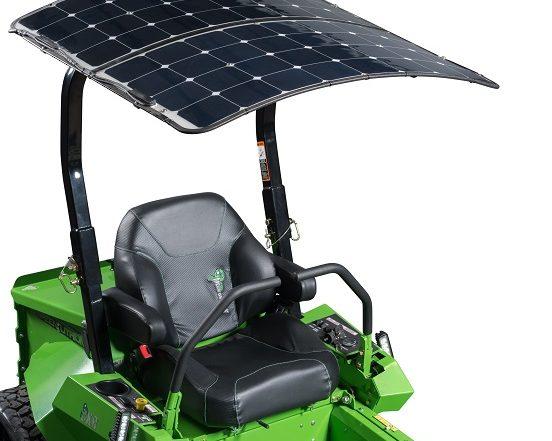 Pare-soleil photovoltaïque pour tondeuse professionnelle électrique